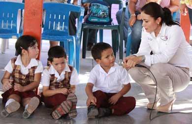 Visita primera dama jardines de niños