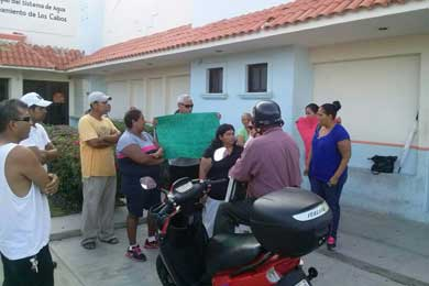 Se manifiestan habitantes de Lomas del Sol ante OOMSAPAS