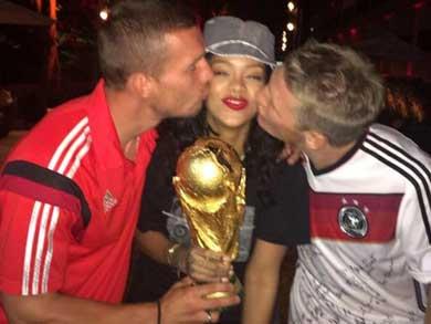 Rihanna parrandea con la selección alemana