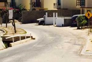 mal estado de la calle Las Colinas