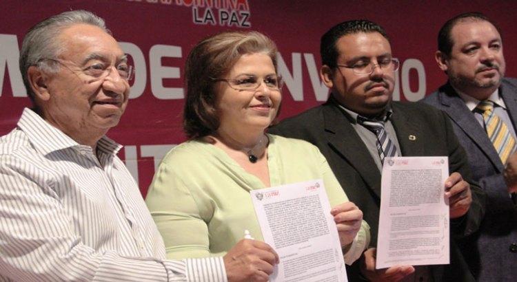 Suscribe Ayuntamiento convenio con Canacintra La Paz