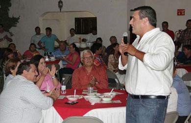 Se reúne Senador Barroso con vecinos de La Paz