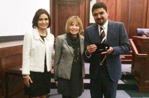 El presidente municipal estuvo acompañado  por Tony y Linda Kinninger fundadores de Eco-Alianza, Marla Daily y Kirk Connally, de la fundación isla Santa Cruz así como de Norma García representante del comité de ciudades hermanas de Loreto.