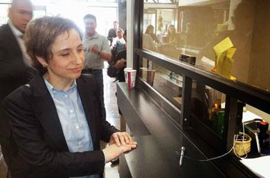 Presenta Carmen Aristegui queja ante la CNDH