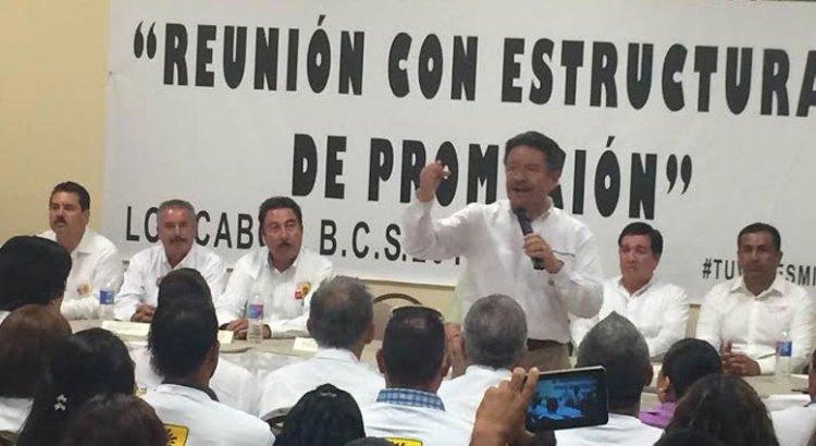 Apoya Carlos Navarrete a maestros cabeños