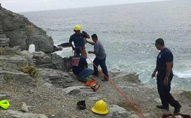 Rescatan a turista atrapado en un risco