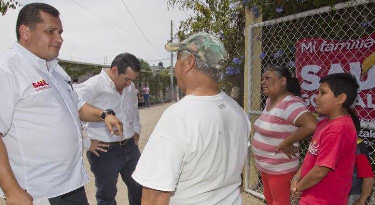 Visita Saúl González la colonia Misión de Loreto