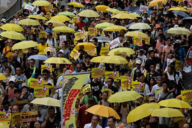 Marchan miles de personas en Hong Kong