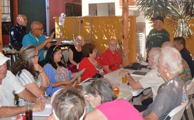 Se unen residentes extranjeros del Centenario a comité vecinal