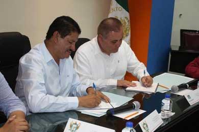 Firman convenio Ayuntamiento paceño y STyPS