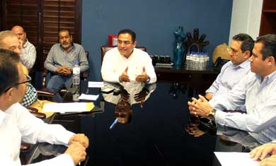 Firma Alcalde fideicomiso para operación de plantas de tratamiento