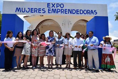 "Inaugura Vianey Núñez ""Expo Mujeres"""