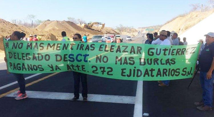 Se manifestaron ejidatarios para exigir pago a la SCT