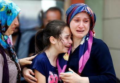 Suman 41 muertos por atentado en Estambul