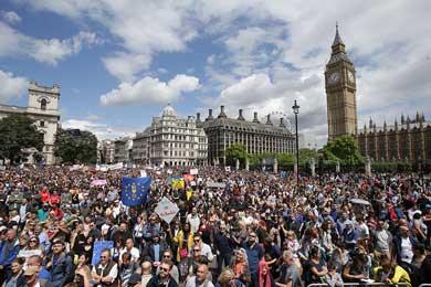 """Marchan miles de jóvenes contra el """"Brexit"""""""