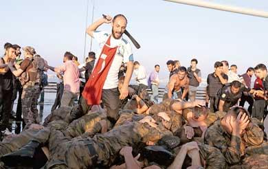 Erdogan arrasa con militares
