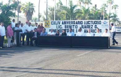 Celebran aniversario luctuoso de Benito Juárez