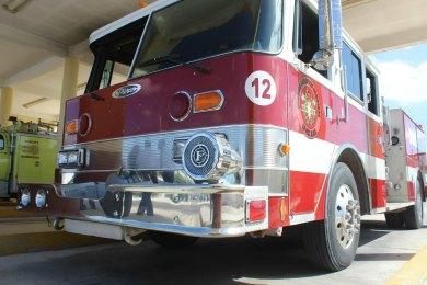 Arde en llamas vehículo a espaldas de la Técnica 16
