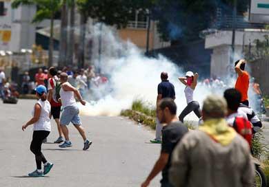 Chocan manifestantes y fuerzas de seguridad