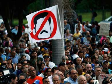 Acusa Cuba a EU de dirigir complot internacional contra Venezuela