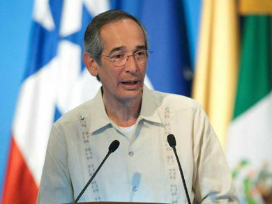 Arrestan al expresidente Álvaro Colom