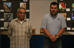 El profesor Roberto Carrillo y el Lic. Emmanuel Loria Ojeda en el acto de inauguración.