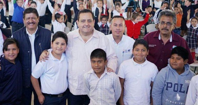 Arranca programa de becas de transporte escolar en La Paz
