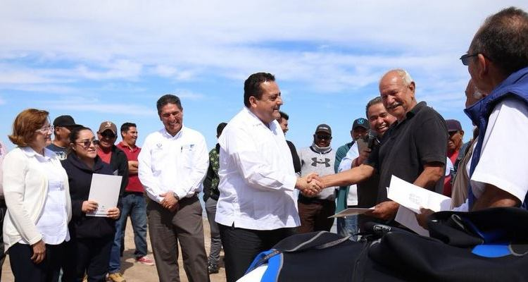 Entrega el gobernador apoyos por 3.8 millones de pesos a 471 pescadores ribereños
