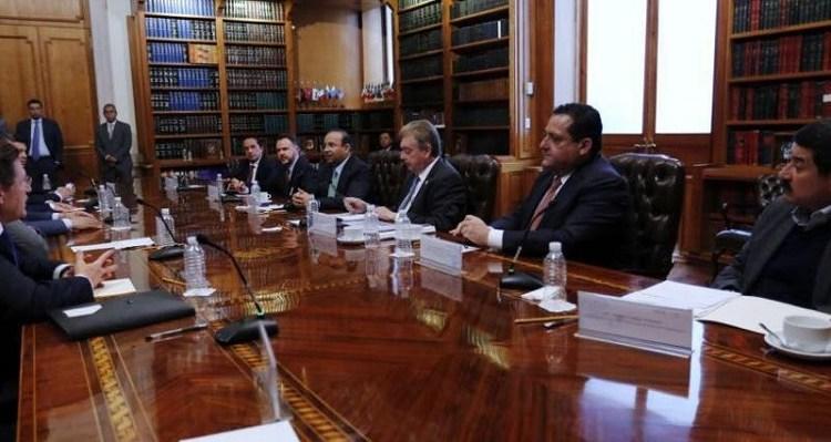 Participa Carlos Mendoza en reunión con secretario de Gobernación