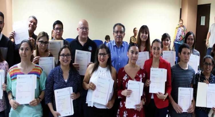 Entregan certificados del idioma inglés avalados por Cambridge