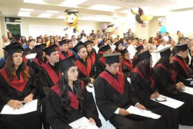 Egresan de la UABCS 17 licenciados en Derecho