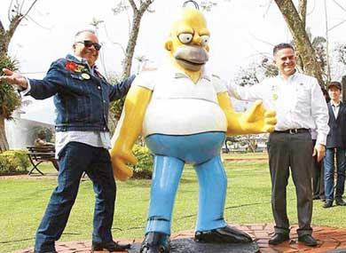 Critican estatua de Homero Simpson