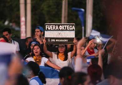 Salen nicaragüenses a las calles