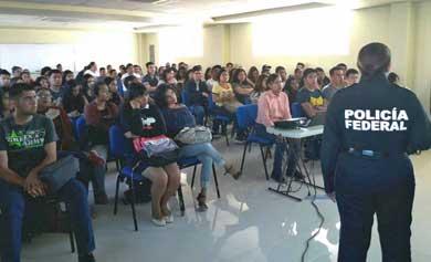 Asisten alumnos de UABCS a plática sobre delitos cibernéticos
