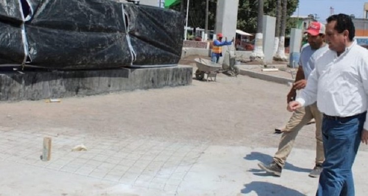 Supervisa gobernador obras en plaza Ignacio Zaragoza de Ciudad Constitución