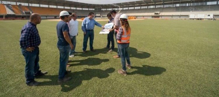 Visita gobernador estadio de béisbol Arturo C. Nahl