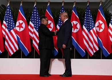 Trump y Kim Jong-un se dan la mano