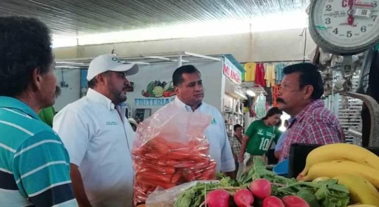 Se compromete Saúl González a reactivar el comercio local