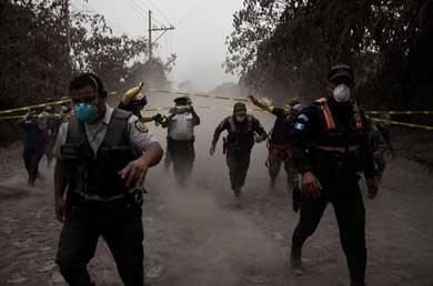 Sube a 25 los muertos por la erupción del Volcán de Fuego