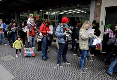 Renuncian argentinos a la Iglesia Católica