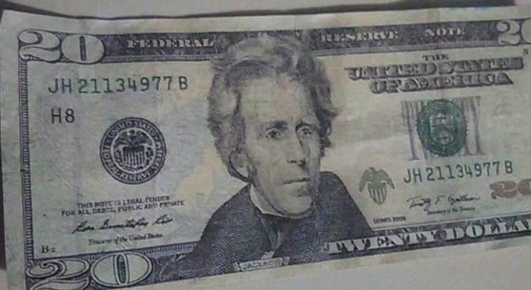 Aguas con los dólares falsos