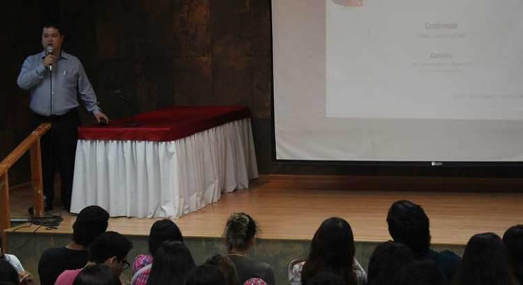 Imparten conferencia magistral en la UABCS