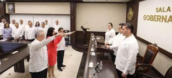 Este miércoles por la tarde, el gobernador Carlos Mendoza tomó protesta a Joel Avila Aguilar, Herminio Corral Estrada y Jisela Paez Martínez.