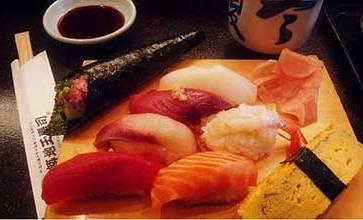 Lo echaron del buffet de sushi