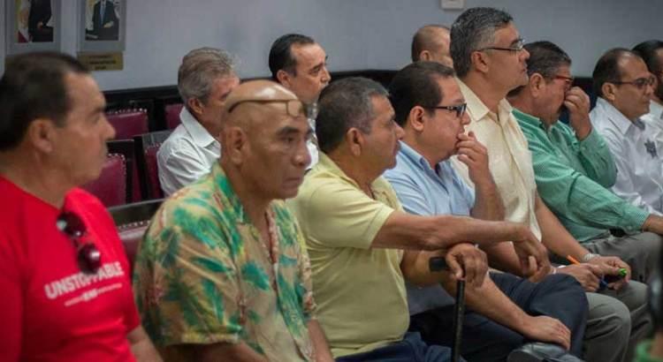 Se manifestaron taxistas en Palacio Municipal de La Paz