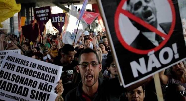 Protestan mujeres nuevamente contra Bolsonaro