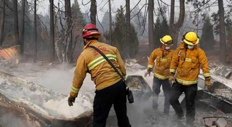 Avivan los vientos incendios en California