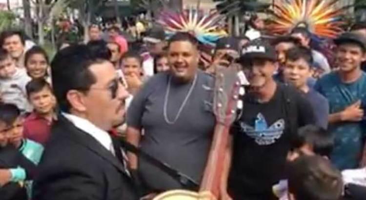 Mariachis vs raperos