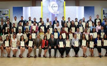 Entregan títulos a 116 egresados de la UABCS