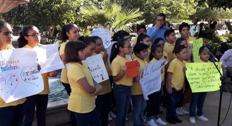 Niños a coro contra  Armida